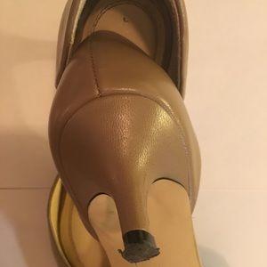Tahari Shoes - TAHARI SAGE TAN LOW HEEL PUMPS SIZE 7